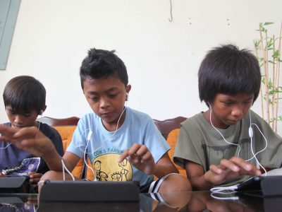 Children concentrating on the tablets